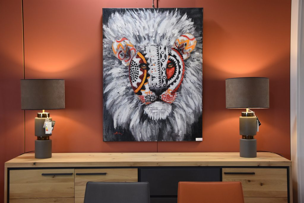 bois&sofa-tableau-lion-orange-sauvage-tendance-anse